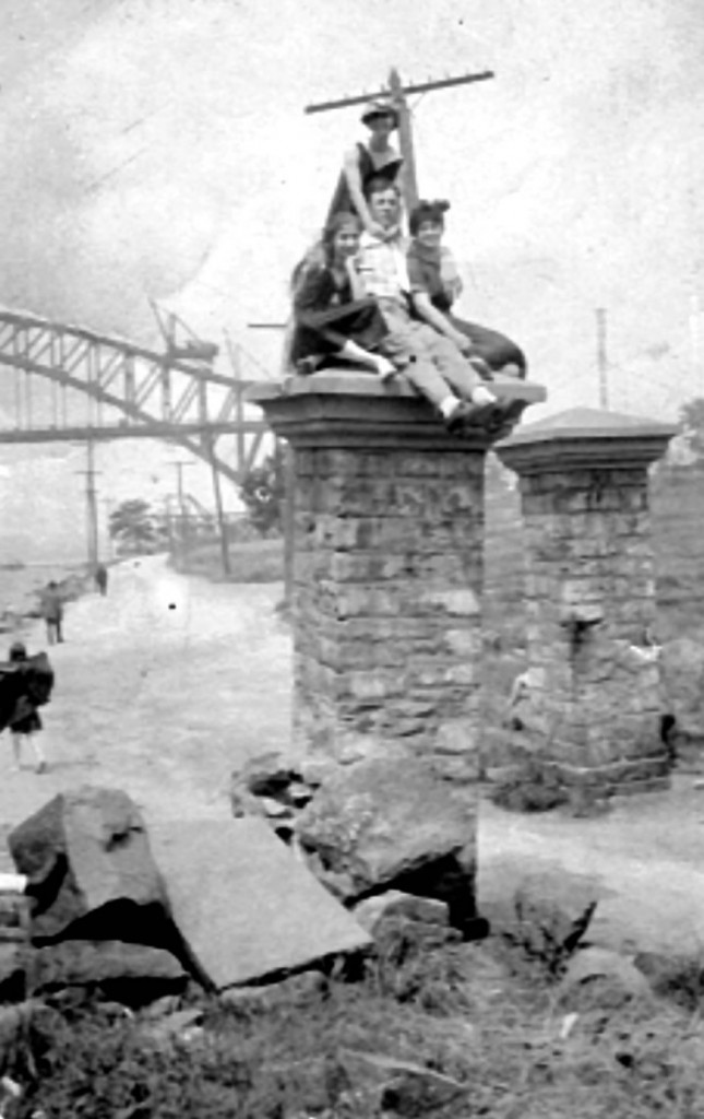 Astoria Park, 1916, with the Hell Gate Bridge still under construction. Photographer unknown. Courtesy of Al Ponte's Time Machine