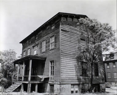 Built just after the American Revolution, the Stevens House was still standing when photographer Bernice Abbott visited Astoria in 1935. Courtesy of the New York Public Library.