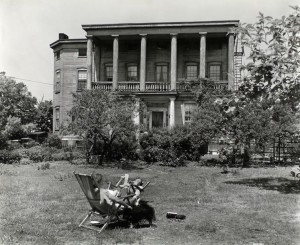 The Blackwell House, photographed by Bernice Abbott in the 1930s. Courtesy of the New York Public Library.