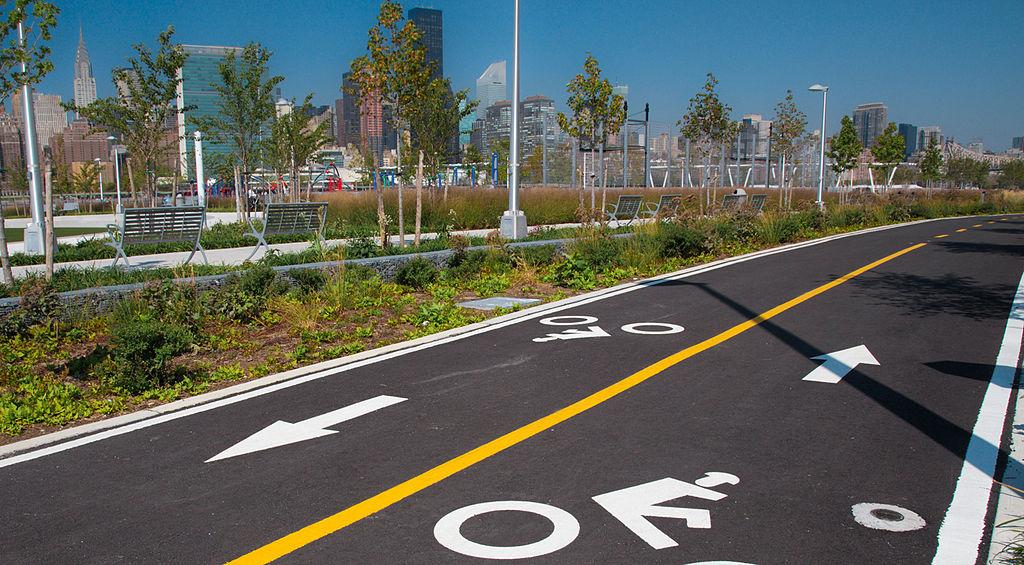 Bike-path-in-long-island-city-